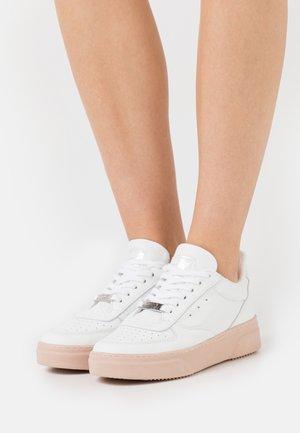 DARMA - Sneakers laag - white/nude