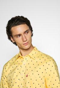 Levi's® - SUNSET STANDARD - Camicia - yellow - 4