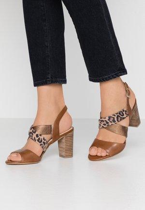 High heeled sandals - nut