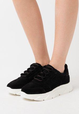 VMNUE  - Sneakersy niskie - black