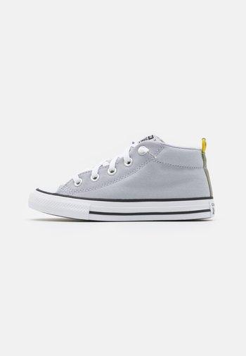 CHUCK TAYLOR ALL STAR STREET UNISEX - Sneakers hoog - gravel/bold citron/light field surplus