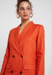 UNIQUE 21 - ASYMMETRIC DOUBLE BREASTED BLAZER DRESS - Abito a camicia - orange - 3