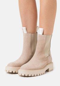 LÄST - DAZE - Platform ankle boots - taupe - 0