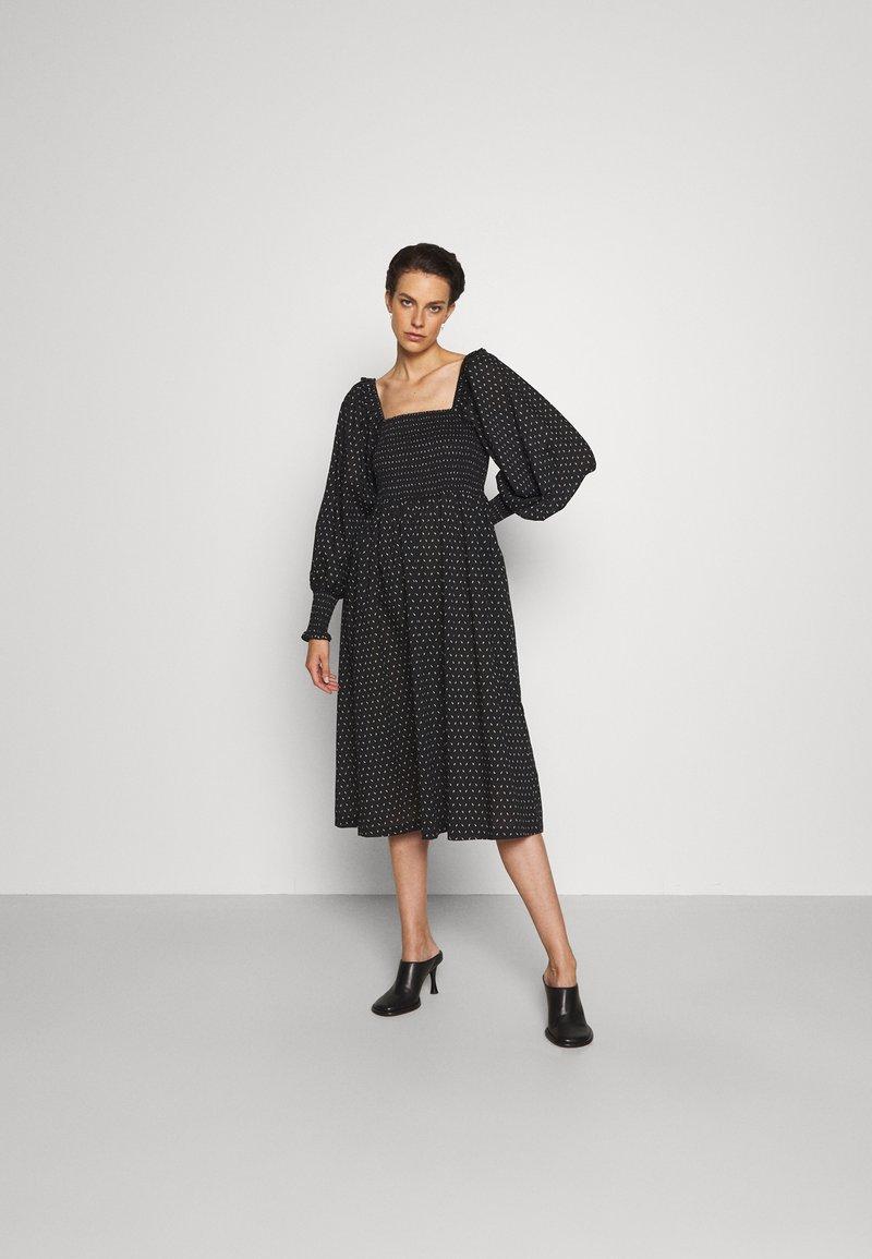 Bruuns Bazaar - ASTER SMOCK DRESS - Vestito estivo - black