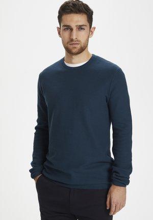 MAHEROME - Stickad tröja - insignia blue