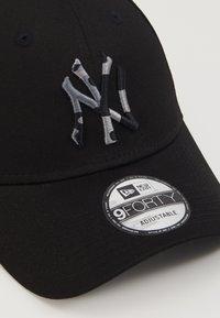New Era - INFILL 9FORTY - Caps - black - 2