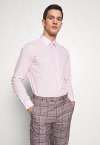 Burton Menswear London - 2 PACK - Formal shirt - pink - 3