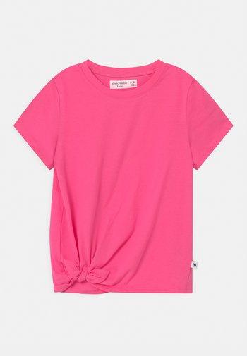 TIE DETAIL - Camiseta estampada - neon pink