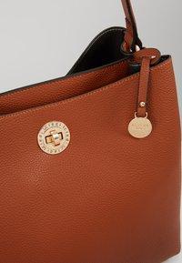L.CREDI - MAXIMA - Handbag - cognac - 6
