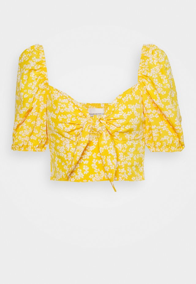 CARE FLORAL PRINTED TIE FRONT CROP - Pusero - yellow