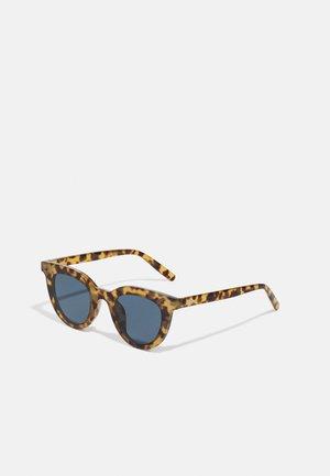 LÅNGHOLMEN UNISEX - Sunglasses - brown
