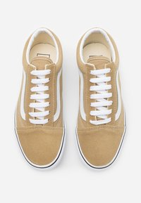 Vans - OLD SKOOL - Trainers - cornstalk/true white - 5