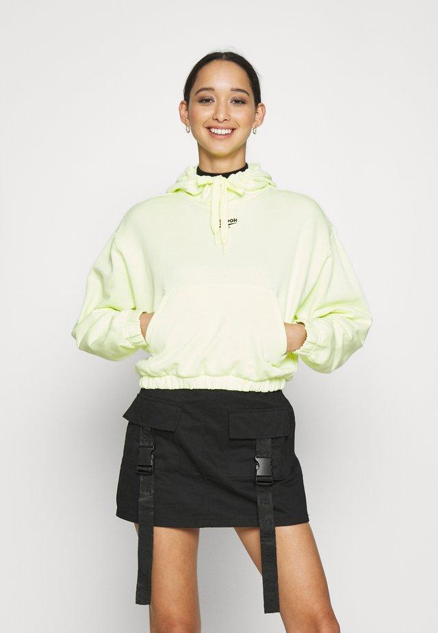 CROP HOODIE - Bluza z kapturem - lemon glow