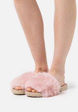 ADINA - Domácí obuv - pink