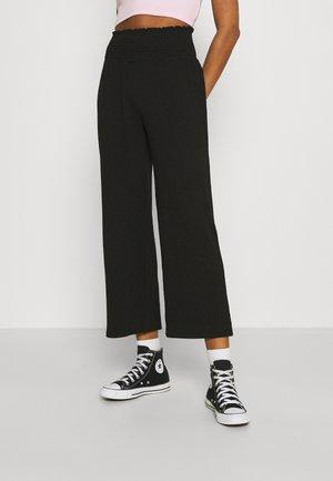 PCCURLI CROPPED PANTS - Bukse - black
