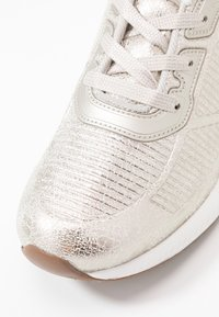 Skechers Sport - BOBS SQUAD - Trainers - champagne - 2