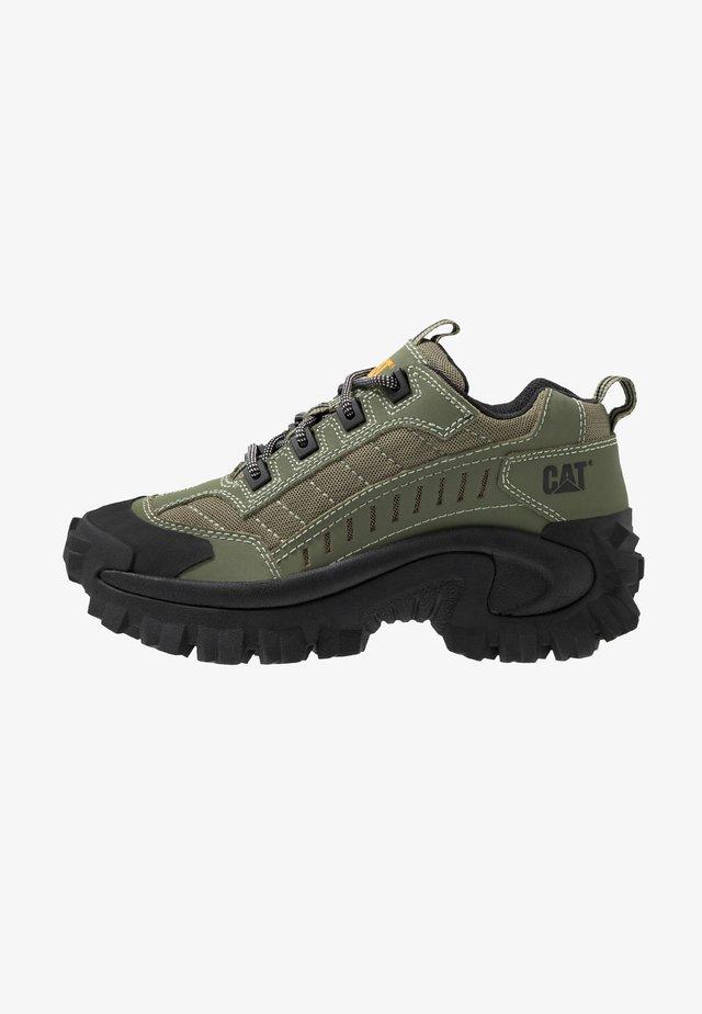 INTRUDER - Sneakers basse - lichen green