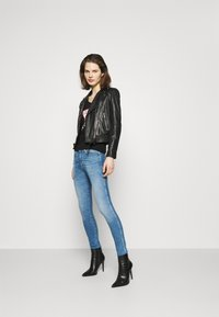 Guess - ICON TEE - Long sleeved top - jet black - 1