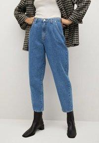 Mango - REGINA - Relaxed fit jeans - middenblauw - 0