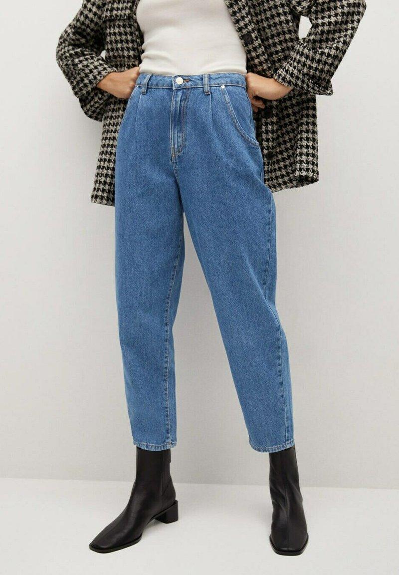 Mango - REGINA - Relaxed fit jeans - middenblauw