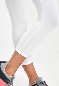 Next - WHITE CROPPED LEGGINGS - Leggings - Trousers - white - 2