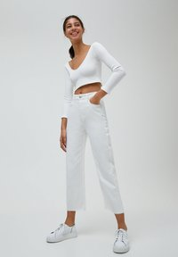 PULL&BEAR - CULOTTE - Flared Jeans - white - 1