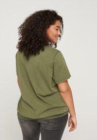Zizzi - Print T-shirt - ivy green - 3