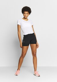 ONLY Play - V NECK - Triko s potiskem - white/black/red - 1