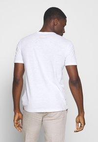 Marc O'Polo - Print T-shirt - white/baroque rose - 2