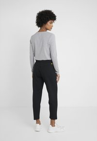 Barbour International - BANKSO TROUSER - Teplákové kalhoty - black - 2