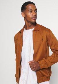 Ben Sherman - TRICOT COLLAR ZIP THROUGH - Training jacket - caramel - 3