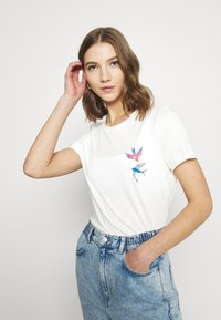 Vero Moda - VMMILIZAFRANCIS  - T-shirts med print - snow white - 3