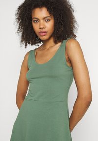 Even&Odd - Sukienka z dżerseju - light green - 3