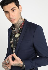 Twisted Tailor - HEMINGWAY SUIT - Completo - navy - 6