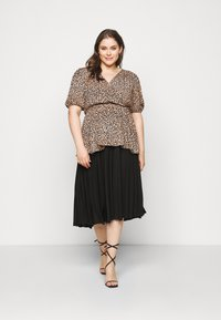 New Look Curves - SAMMIE LEOPARD PUFF SLEEVE - Blouse - pink pattern - 1