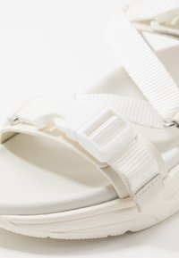 MOA - Master of Arts - Sandalen met plateauzool - total white - 5