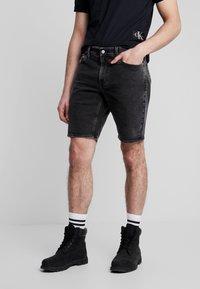 Calvin Klein Jeans - Szorty jeansowe - black with embro - 0