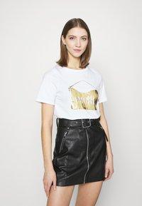 River Island - T-shirt con stampa - white - 0