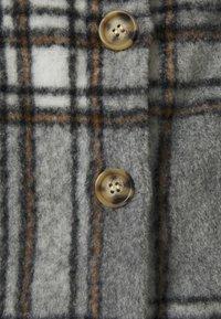 Missguided Petite - BRUSHED CHECK SHACKET - Skjorte - grey - 2