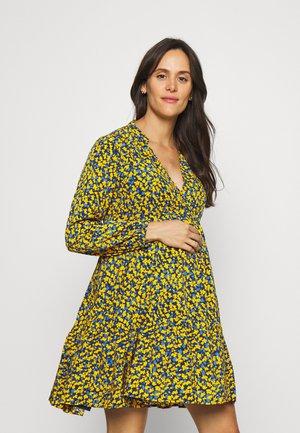 TIER DRESS - Denní šaty - yellow
