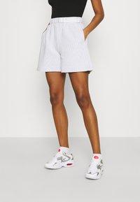Nike Sportswear - Shorts - white/black - 0