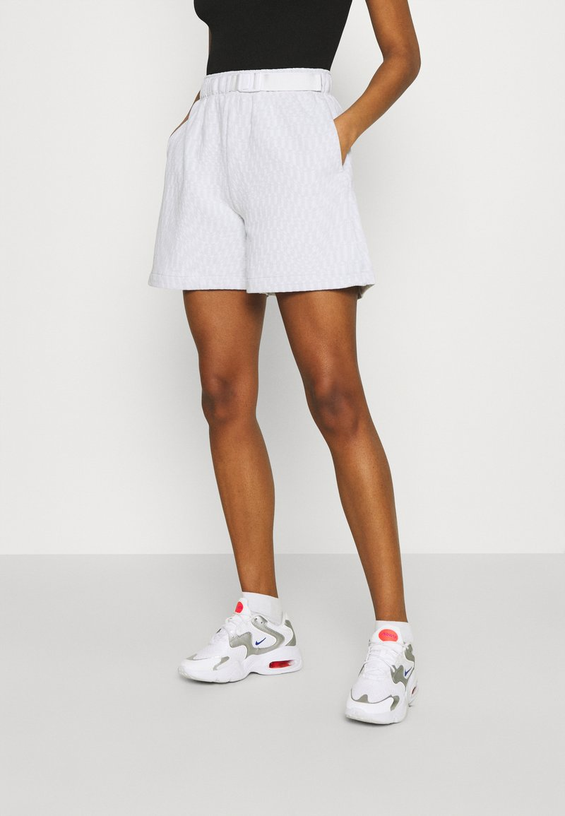 Nike Sportswear - Shorts - white/black