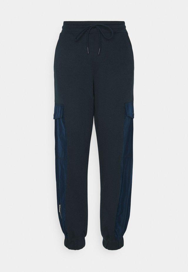 MAXWELL - Spodnie materiałowe - sky captain