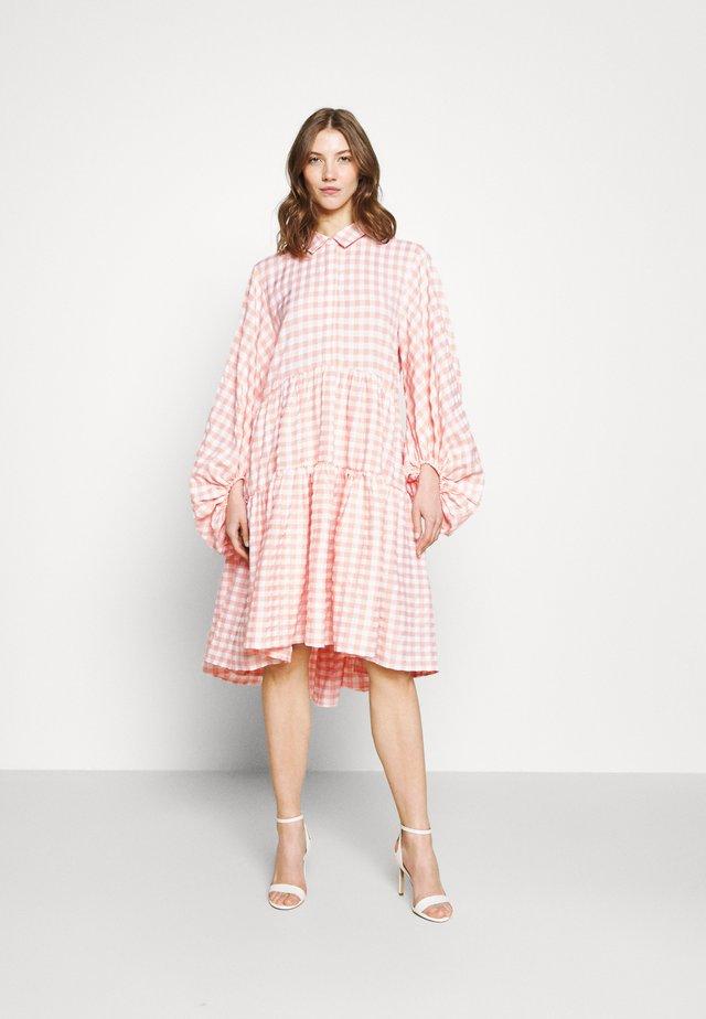 CHECK BALLOON SLEEVE SMOCK DRESS - Shirt dress - pink