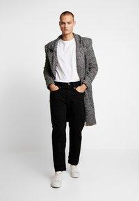 G-Star - STRAIGHT TAPERED - Straight leg jeans - zelz black denim - 1