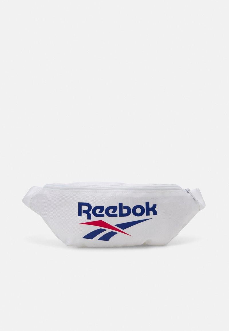 Reebok Classic - WAISTBAG UNISEX - Ledvinka - white