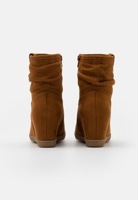 Anna Field - HAWAI - Wedge Ankle Boots - cognac - 3