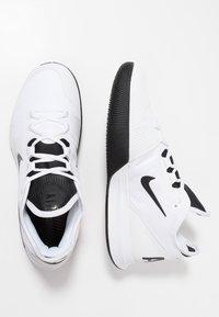 Nike Performance - NIKECOURT AIR MAX WILDCARD - Scarpe da tennis per tutte le superfici - white/black/bright crimson - 1