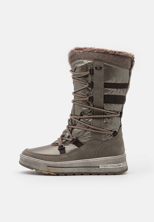 Winter boots - mud