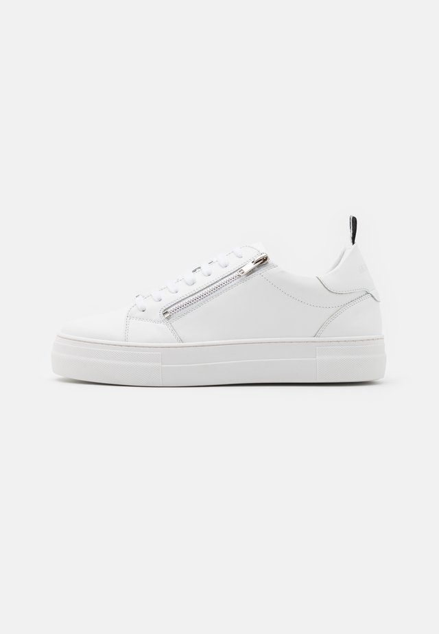 ZIPPER - Trainers - white